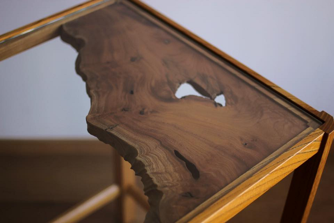 自然のままの木を使用した一点ものの家具