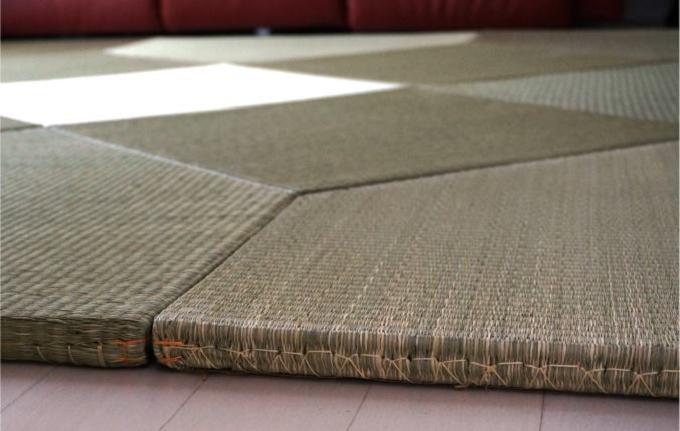 わらを積み重ねて作られた畳床