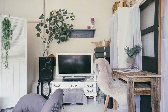 収納に布やカーテンを活かした部屋