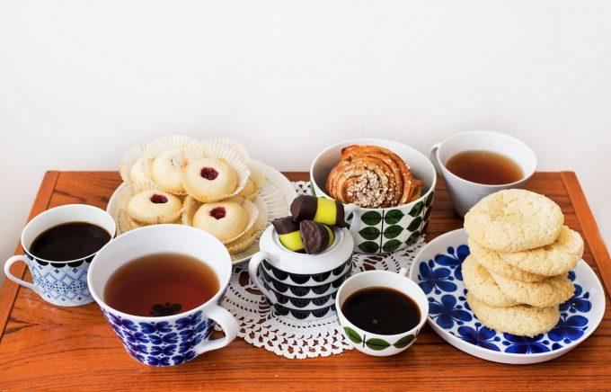 世田谷区FIKAFABRIKENの北欧のお菓子が並ぶテーブル