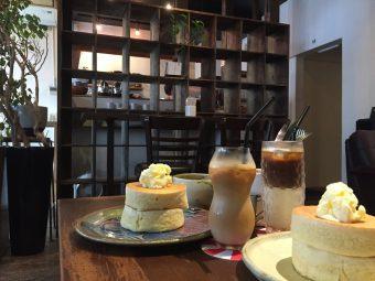 背の高いホットケーキが絶品!廃院を利用した「古民家系?」カフェ