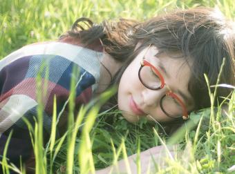 さりげない遊び心がつまった「atelier kikiki」の眼鏡で装いにワンポイントを