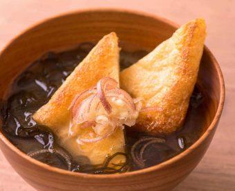 栄養がぎゅっとつまった新感覚のお味噌汁「もずくとカリカリ油揚げの味噌汁」のレシピ