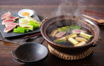 とろ~り、やわらか食感にほっこり。ねぎとマグロの美味しさを楽しむ「ねぎま鍋」のレシピ