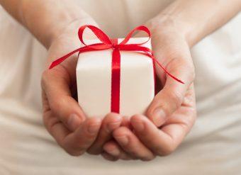 贈り物に合わせて、おしゃれなラッピングを。おすすめラッピングショップ特集