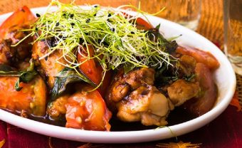 """味付けは""""酢✕醤油✕みりん""""だけ。お弁当のおかずにおすすめの「鶏肉の香味炒め」のレシピ"""