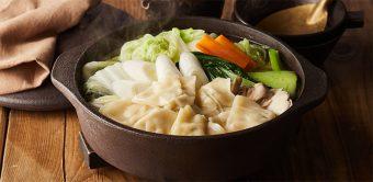 野菜をたっぷり味わおう。スープまで美味しい、中華風「ワンタン鍋」のレシピ