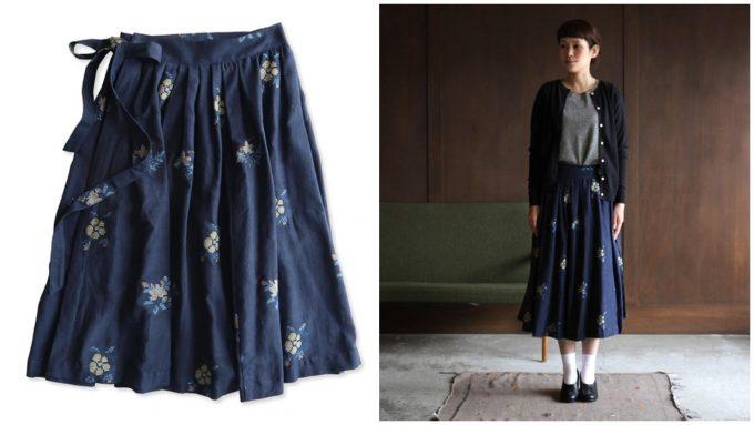 青地にお花の刺繍の巻きスカート