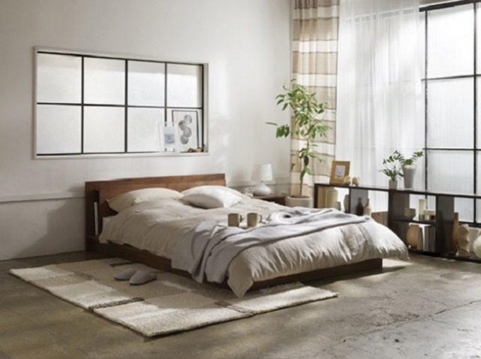 上質な睡眠のポイントとなる日が差した部屋