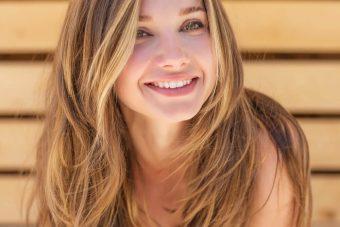 笑顔が美しい人になる。ほうれい線予防にも効果が期待できる「顔ヨガ・口角アップ」