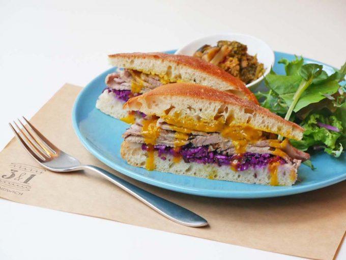 肉料理が評判の「トラットリア・ヴェンティノーヴェ」のローストポークのサンドイッチ