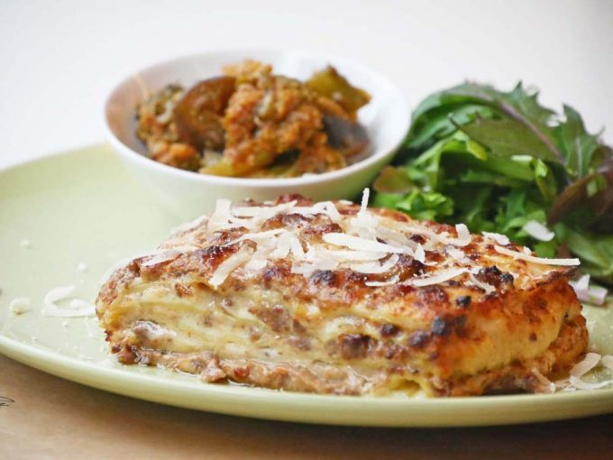 肉料理が評判の「トラットリア・ヴェンティノーヴェ」の人気メニュー、ラザニア