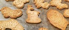 ユニークな形のクッキー型で作られたクッキー