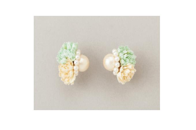 春らしいお花とパールのハンドメイドピアス