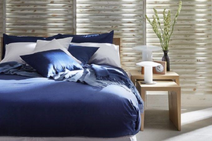 上質な睡眠をとるのに適した青色を取り入れたベッド