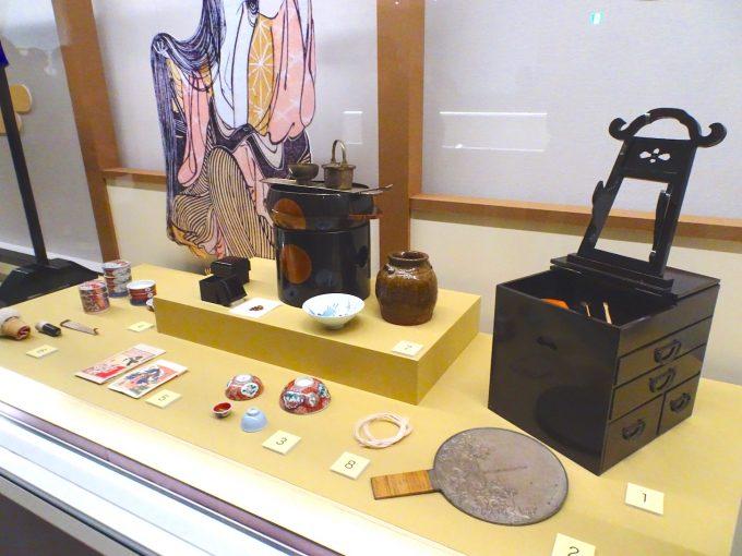 江戸時代の女性が使っていた装飾品や化粧道具