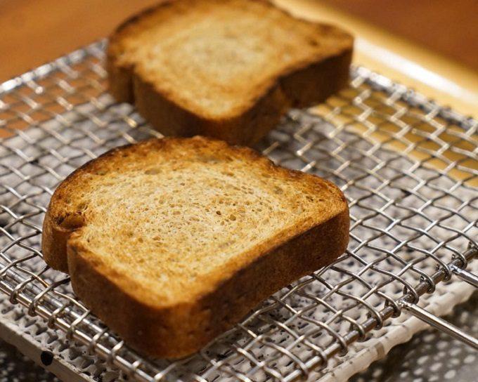 低糖質の食パンを焼いている様子