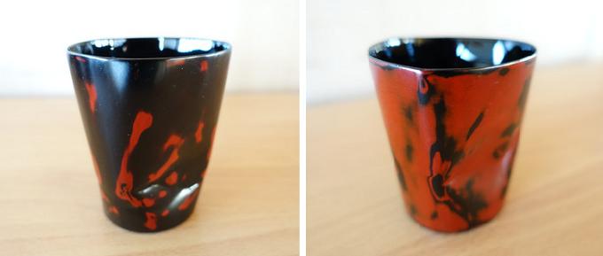 赤と黒が混ざり合ったデザインの漆器2種類