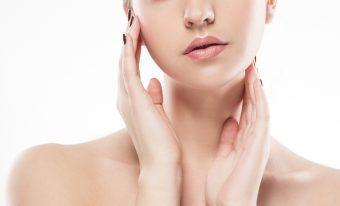気になる頬のたるみとほうれい線の予防に。1回10秒でOKの顔ヨガ「リフトアップ」