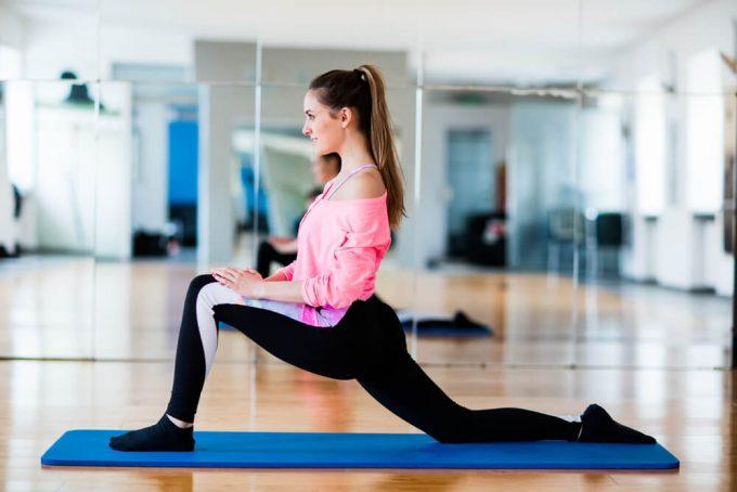 腰痛の人におすすめ、股関節とおしりの筋肉をやわらかくするストレッチ