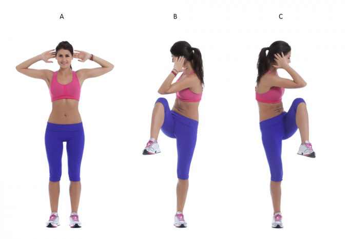 運動前の準備体操におすすめの体幹ストレッチをする女性