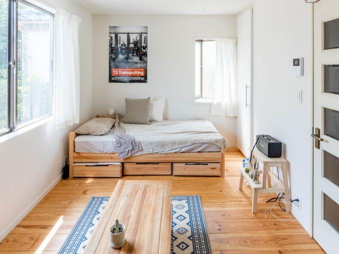 最低限の家具に押さえられ、スッキリとしたお部屋