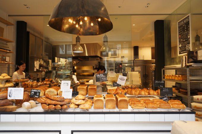 ずらりと並ぶトリュフベーカリーのパン