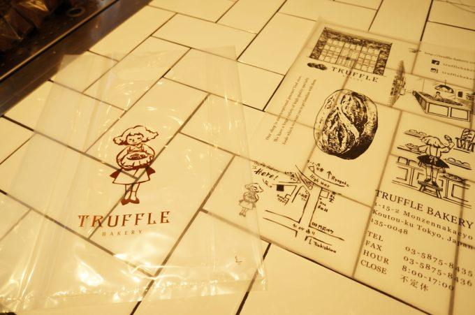トリュフベーカリーのロゴが入った袋