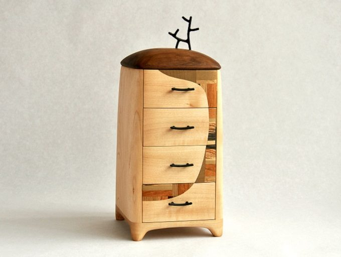 木の雑貨などを制作しているフジタマリの引き出し小箱