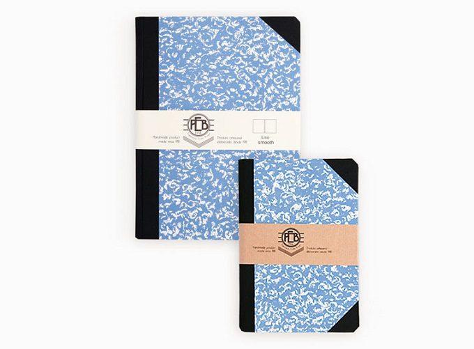 新生活におすすめのノート、「エミリオ・ブラガ」のマーブル模様が美しいブルーのノート