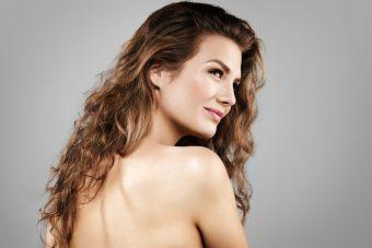 お顔スッキリ効果も期待できる。肩甲骨を動かす「肩回し」エクササイズ