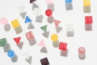 色の意味に思いを馳せる。福島の伝統工芸と女性たちの思いがこめられた「ふくいろピアス」