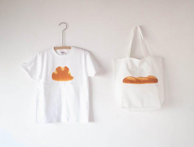 CLASKAのパンの絵柄のTシャツとトートバッグ