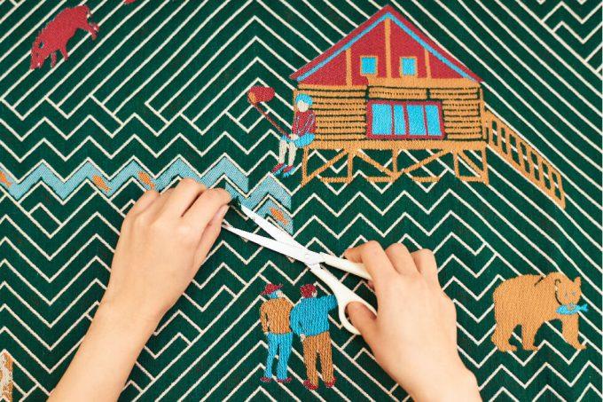 テキスタイルブランド「YURI HIMURO」の森林におおわれた村がモチーフのテキスタイル
