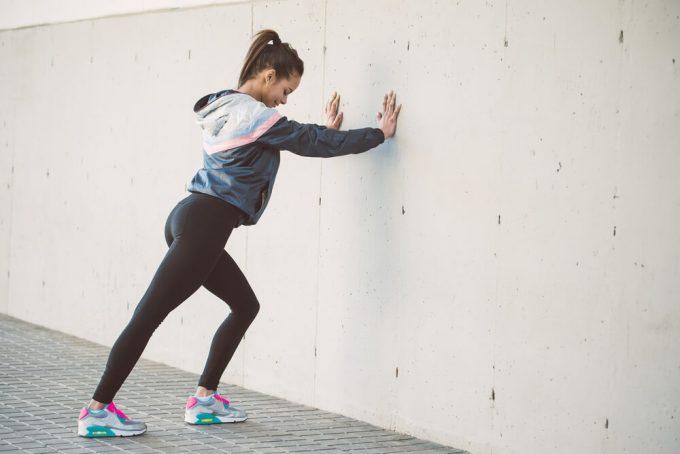 簡単でおすすめの脚のストレッチ、脚の疲れと脚のむくみにアプローチする足首&ふくらはぎのストレッチ