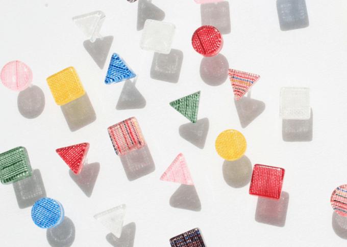 福島の伝統工芸品を使って制作されている「ふくいろピアス」が並んでいる