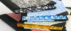 新生活におすすめのノート、「エミリオ・ブラガ」のマーブル模様が美しいノートが積み上げられている