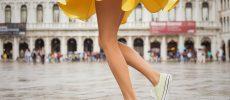 太ももまわりが鍛えられ、すらりとした美しい女性の脚