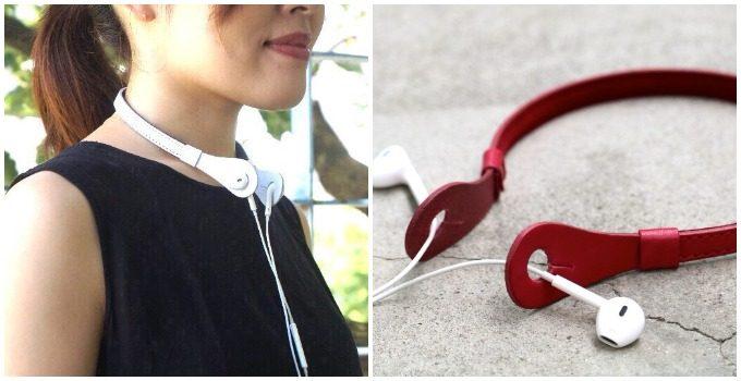 「SKLO」の本革イヤホンネックホルダーを使う女性とネックホルダーにイヤホンを装着した様子