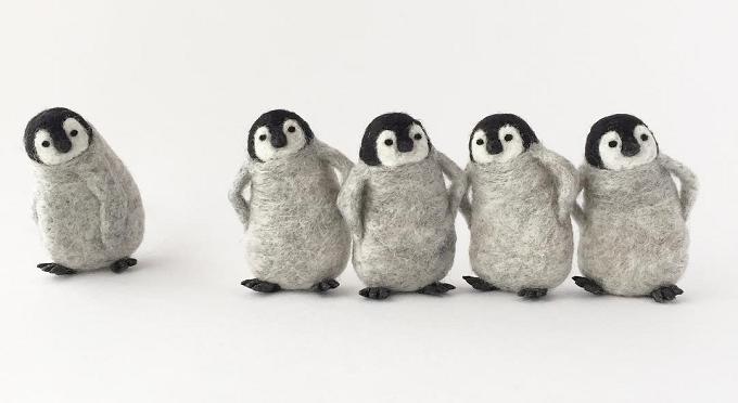 "「higuma」の羊毛ブローチ""ペンギン"""