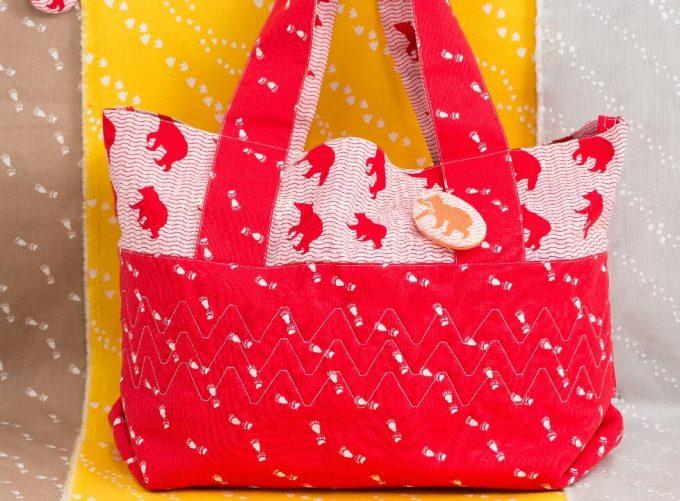 テキスタイルブランド「YURI HIMURO」の動物をモチーフにしたしたテキスタイルで作ったバッグ