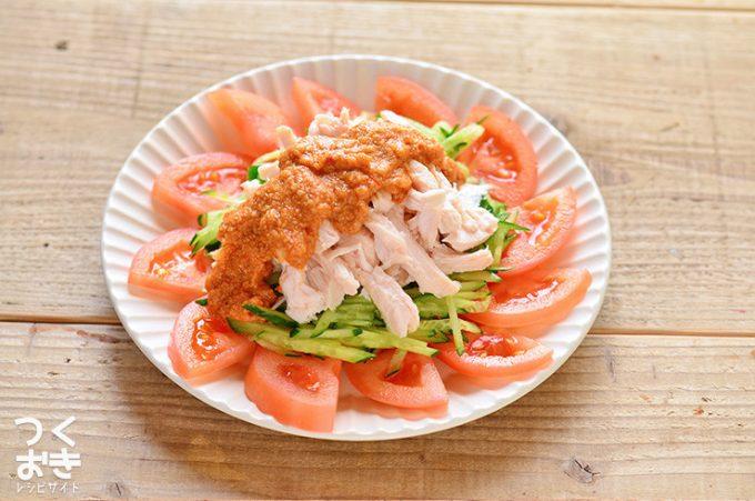 蒸し鶏を使った、中華の定番レシピ「ほぐし蒸し鶏の棒棒鶏(バンバンジー)」