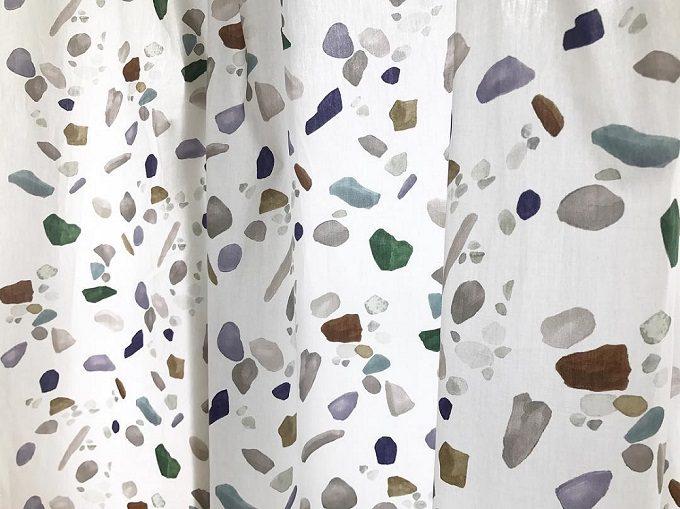 テキスタイルブランドotsukiyumiの手描きの石ころ模様