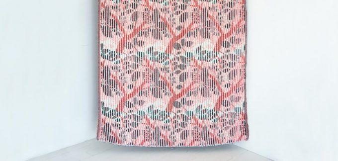 テキスタイルブランド「YURI HIMURO」のひだのような凹凸のあるテキスタイル