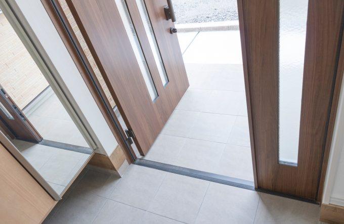 玄関掃除におすすめのアイテムと手順・コツは?