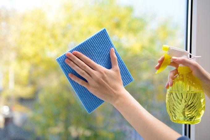 窓掃除におすすめのアイテムと手順