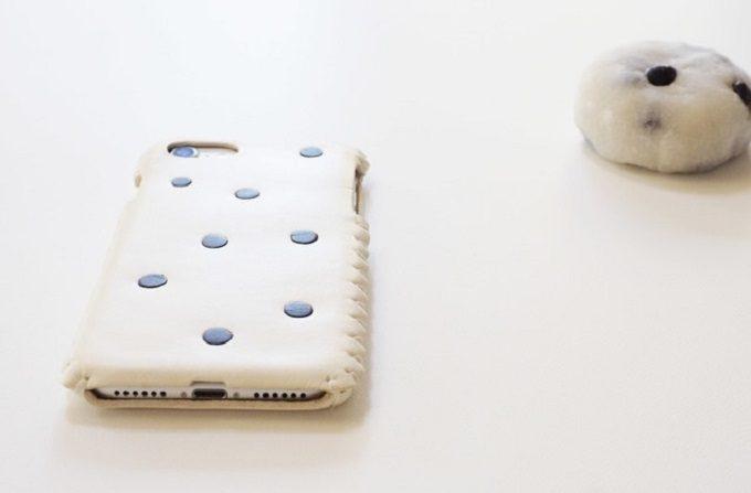 toupieの縫い目が可愛いスマートフォンケース(豆大福)