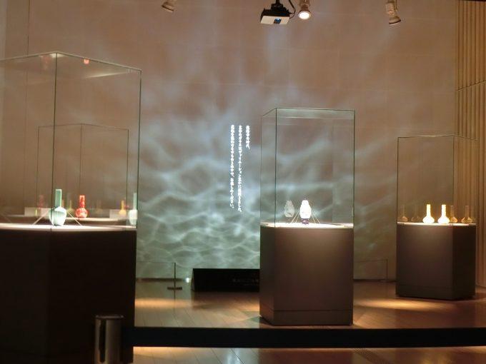 「ガレも愛した-清朝皇帝のガラス」の展示の様子1