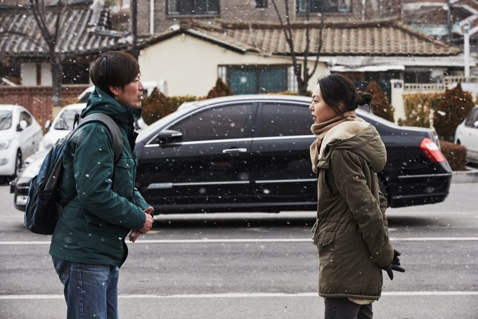 ホン・サンス監督の映画「正しい日 間違えた日」のワンシーン