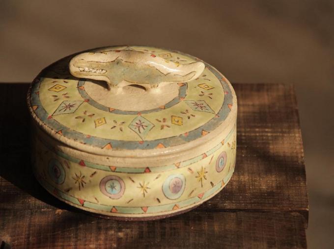 増山文さんのワニの蓋つき小箱